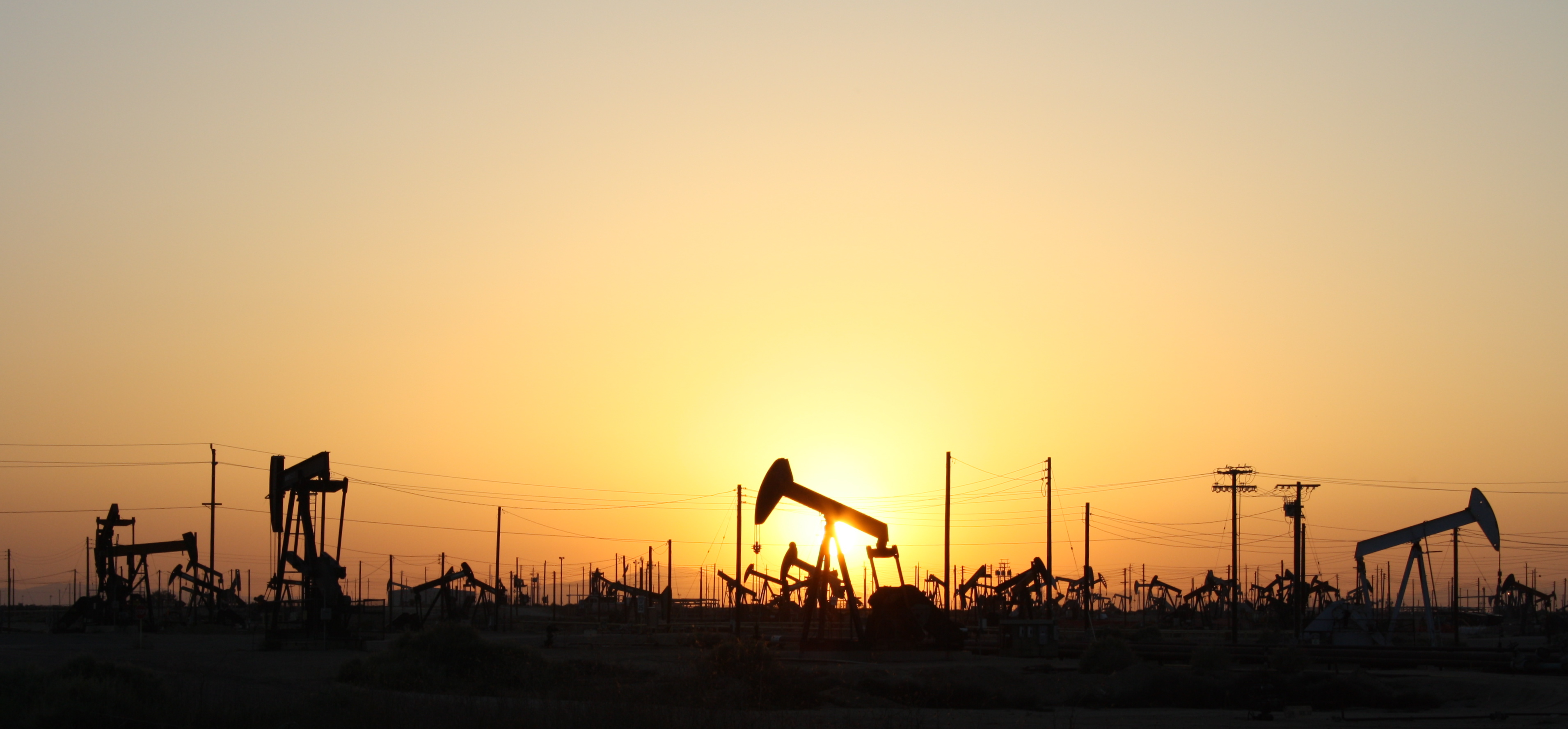 macro environment in the oil industry Executive summary oil industry is facing difficult times because of pressure from all around this examination of macro environment of oil industry will help to understand what the present challenges in oil industry are.